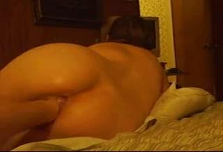 Домашняя анальная мастурбация фигуристой леди крупным планом секс игрушками