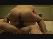 Латинская зрелая домохозяйка замутила секс втроём ради двойного проникновения