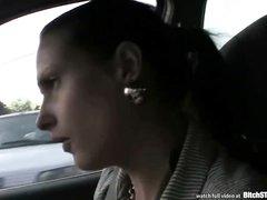 Зрелая пассажирка сделала бесплатно любительский минет водителю такси