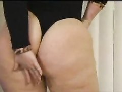 Аппетитная зрелая толстуха создана для домашнего секса с окончанием в рот