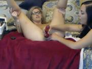 Лесбиянки для домашней анальной мастурбации используют секс игрушки