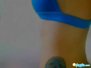 Татуированная красотка эмо на вебкамеру дрочит секс игрушку большими сиськами