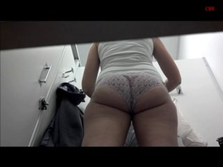 Латинская зрелая дама с большой попой в домашнем видео с подглядыванием