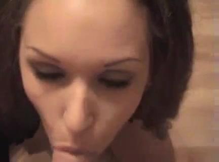 Шикарный любительский минет в видео от первого лица исполнен нежной шлюхой