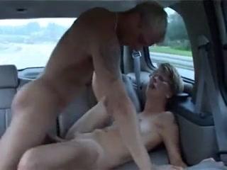 Зрелая пассажирка в лице водителя нашла партнёра для любительского секса