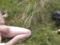 В любительском видео фермер трахает в рот зрелую толстуху и кончает на большие сиськи