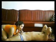 Молодая латинская толстуха сосёт член перед любительским сексом верхом на парне