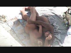 Зрелая супружеская пара перед скрытой камерой увлеклась любительским сексом