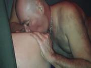 В постели зрелая соблазнительница балдеет от любительского секса с куни и минетом