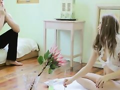 Молодая модель в домашнем видео отсосав член отдалась парню с большим членом