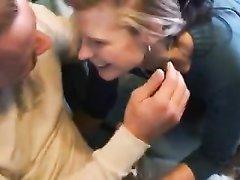 Немецкая блондинка в любительском видео пососала член и трахнулась в киску
