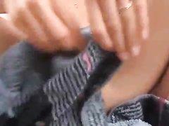 В любительском видео парень бреет волосатую киску молодой немке для мастурбации