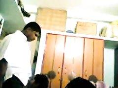 Смуглая жена для домашнего секса перед скрытой камерой пригласила коллегу
