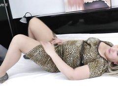 Упитанная зрелая блондинка в домашнем видео просит студента сделать римминг