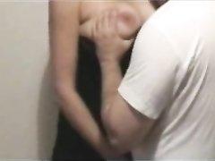 Влюблённая пара перед скрытой камерой обнимается и девушка обнажает сиськи