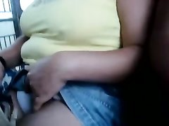 Индийская любительница клубнички на видео не показывая лица трогает сиськи