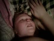 Молодая толстуха испытала секс игрушку в любительской мастурбации киски