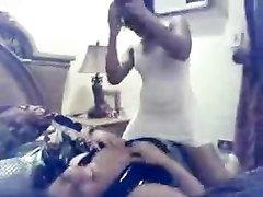 Смуглые лесбиянки в любительском видео нежно ласкаются утром в постели