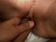 В постели молодая блондинка осчастливила зрелого поклонника любительским сексом
