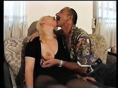 Зрелая блондинка в немецком видео трахается после любительского минета