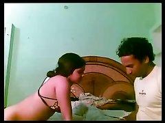 Красивая индийская жена всегда готова к домашнему сексу с мужем в постели
