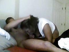 Толстая зрелая негритянка на вебкамеру онлайн трахается с темнокожим студентом