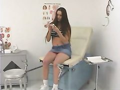 Медсестра в любительском видео соблазнила похотливую посетительницу