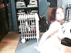 Рыжая толстуха онлайн перед домашней вебкамерой дрочит дырку игрушкой