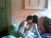 Домашний секс молодожёнов происходит перед вебкамерой на радость зрителей