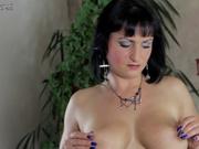Шикарная мастурбация киски в видео от зрелой брюнетки с идеальной фигурой