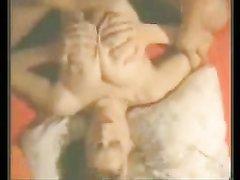 Блондинка в видео радует парня любительским минетом и дрочит член большими сиськами