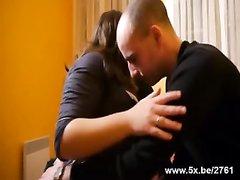 Молодая толстуха с позволения мужа привела в спальню для секса любовника