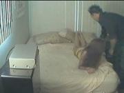 Домохозяйка после обеда отказалась вставать с постели без жёсткого секса