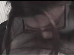 Рыжая девушка в очках делает любительский минет в видео от первого лица