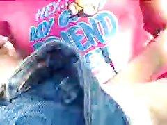 Крупным планом в любительском видео большой член входит в розовую киску