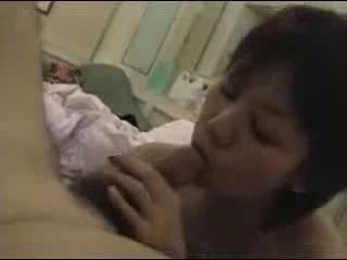 Любительский минет в жарком японском видео от нежной азиатской проказницы