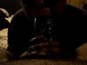 Негритянка в видео от первого лица делает домашний минет парню с огромным членом