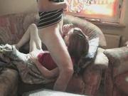 Рыжая девушка готова сосать член любовника перед вебкамерой в анальном видео