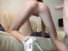 Жена соседа порадовала одинокого парня домашним анальным сексом с минетом