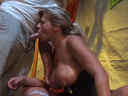 Грудастая зрелая шалава способна на домашний секс с минетом и мастурбацией члена