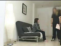 Зрелая рыжая толстуха в групповом видео помогает подруге ублажить любовника