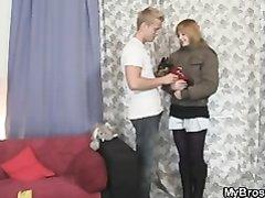 Блондин в любительском видео жёстко трахает молодую и привлекательную шлюху