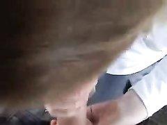Любительский минет от первого лица с окончанием в рот снят на видео партнёром