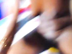 Крупный план любительской мастурбации киски негритянки снят на видео