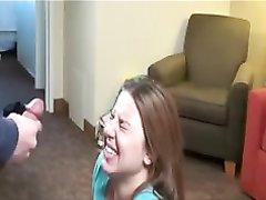 Молодая и красивая толстуха в интимном видео после домашнего буккакэ разделась