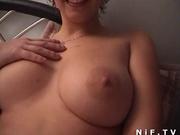 Грудастая француженка дрочит киску перед любительским сексом с минетом