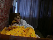 Зрелая и пышная красотка в любительском видео ублажает молодого хахаля