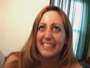 Зрелая смуглянка с маленькими сиськами в любительском видео оседлала член