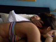 Молодая латинская жена утро с мужем начинает с любительского секса с минетом