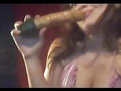 Любительская мастурбация с секс игрушкой от шаловливой леди перед вебкамерой